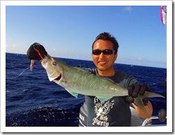 貝山先輩ハワイでアオチビキ