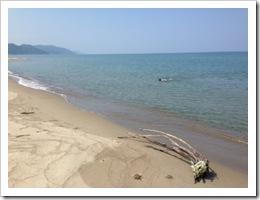 鶴岡市湯野浜で海水浴
